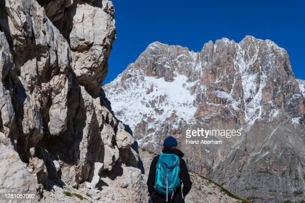 hiker in front of corno grande, gran sasso, italy - gran sasso d'italia foto e immagini stock