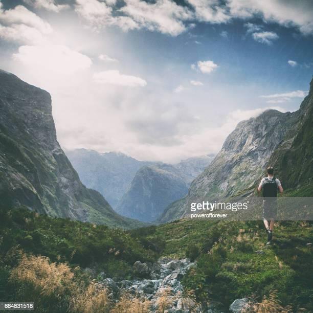 Wanderer in der Landschaft der südlichen Alpen in Neuseeland