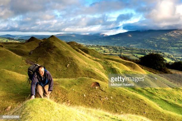 hiker in the llangattock escarpment quarries in the  brecon beacons national park, wales - crickhowell foto e immagini stock