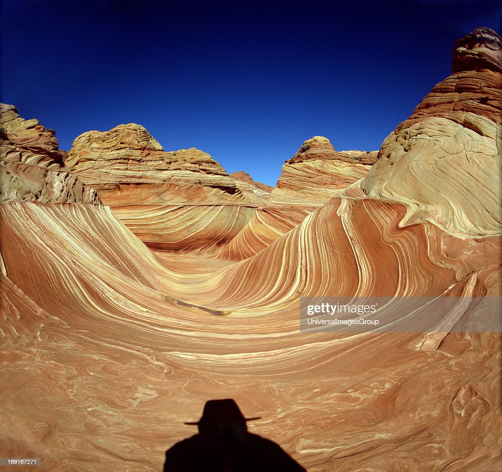 Hiker Examining the in The Wave  : News Photo