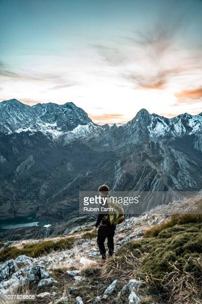 a hiker looking a the view in the mountains - カスティーリャレオン ストックフォトと画像