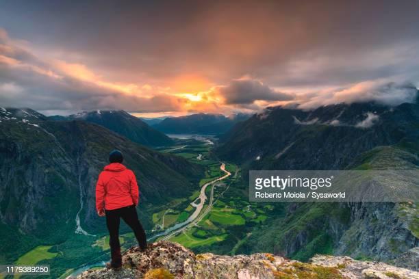 hiker on romsdalseggen ridge, andalsnes, norway - tal stock-fotos und bilder