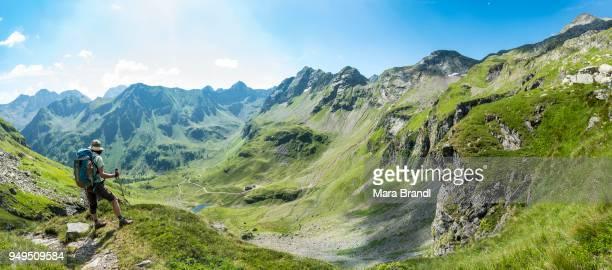 hiker on the descent from vetternscharte to keinprechthuette, schladminger hoehenweg, schladminger tauern, schladming, steiermark, austria - schladming stock pictures, royalty-free photos & images