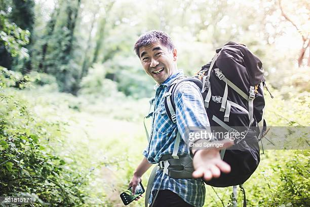 hiker reaching hand toward camera - fare da guida foto e immagini stock