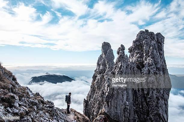 hiker silhouette on peak of the mountain - stein fels stock-fotos und bilder