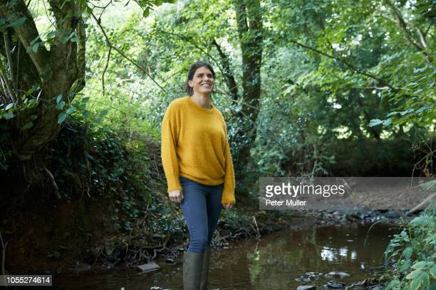 hiker standing in stream - 30代の女性だけ ストックフォトと画像
