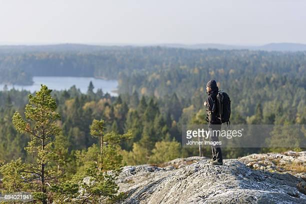hiker standing on top of mountain - dalsland - fotografias e filmes do acervo