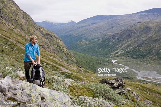 hiker with backpack overlooking mountain scenery - trondheim fotografías e imágenes de stock