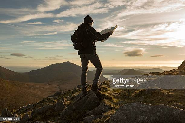hiker with map, mourne mountains, northern ireland - karte navigationsinstrument stock-fotos und bilder