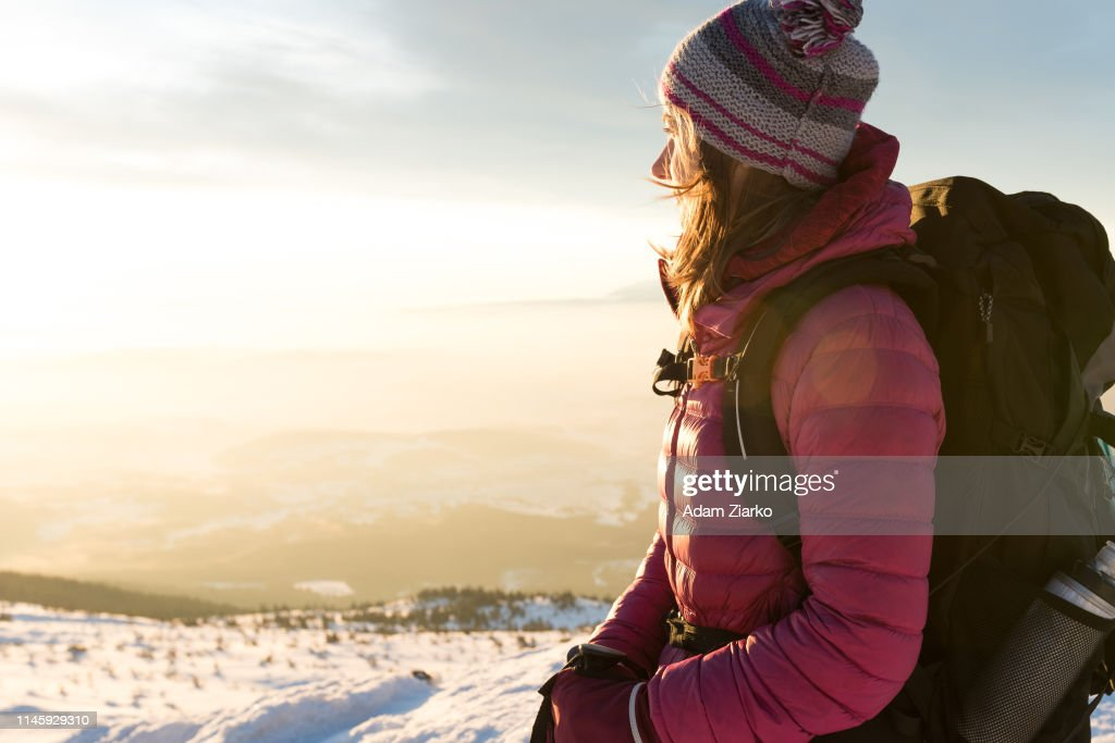 Hiker woman walking on the mountain ridge : Foto de stock