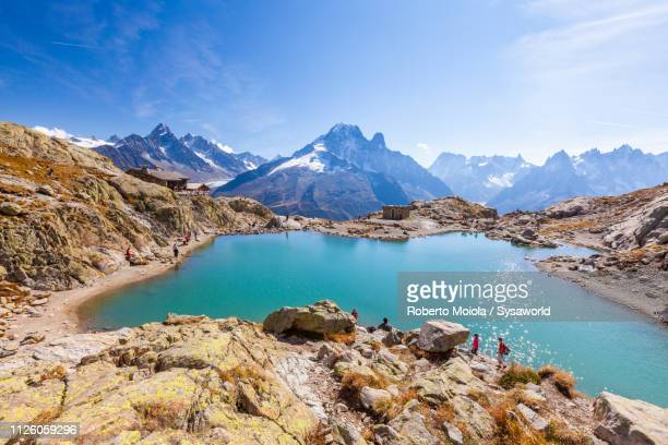 hikers at lac blanc, chamonix, france - chamonix stock pictures, royalty-free photos & images