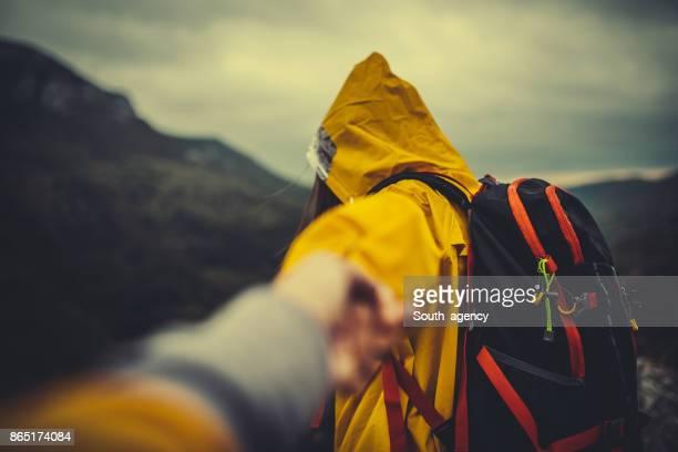 Wanderer, die Hand in Hand