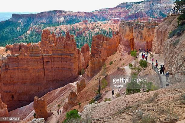 caminhantes no parque nacional de bryce canyon, utah, eua - bryce canyon - fotografias e filmes do acervo