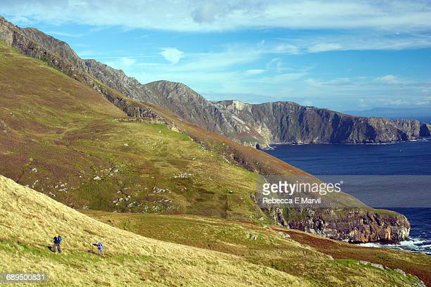 hikers on slieve league, donegal, ireland - e league stock pictures, royalty-free photos & images