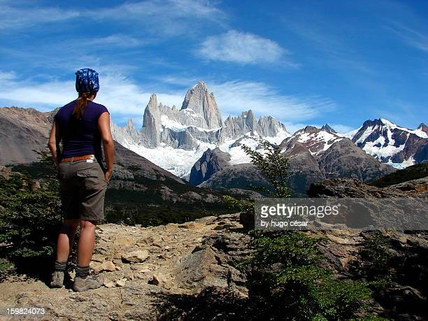 a hiker´s paradise: towards laguna de los tres - três pessoas stock pictures, royalty-free photos & images