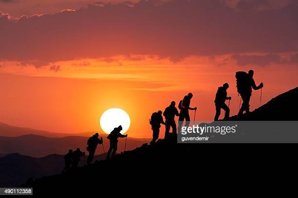 Wanderer Umrisse von bei Sonnenuntergang