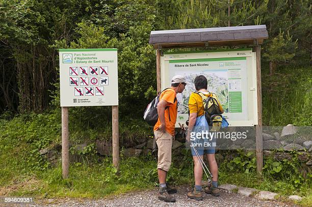 Hikers viewing San Nicolau Valley trail sign