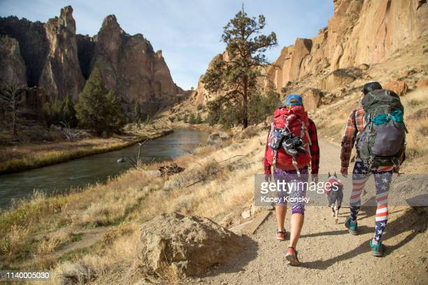 hikers walking on track, smith rock state park, oregon, us - oregon us state stock pictures, royalty-free photos & images