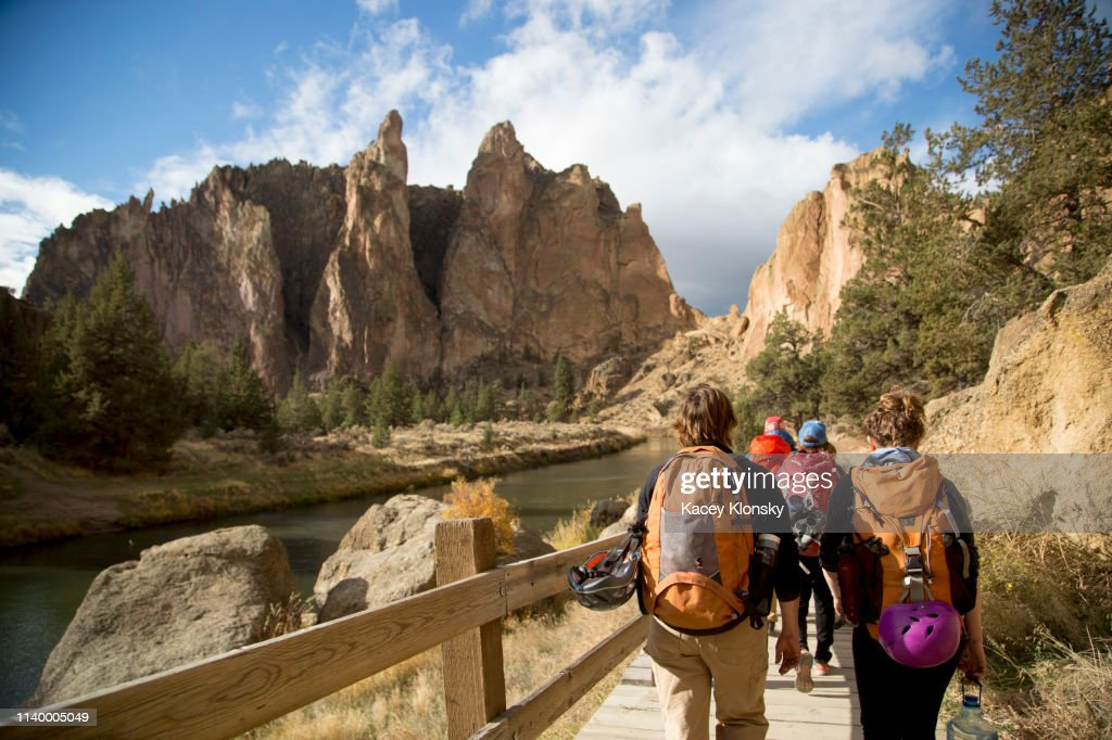 Hikers walking on track, Smith Rock State Park, Oregon, US : Stock Photo