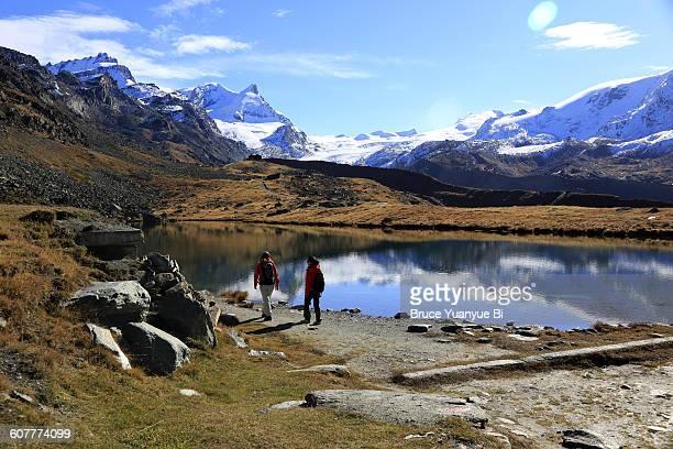 Hikers with Stellisee Lake