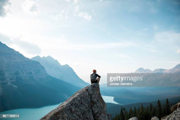hiking above a lake - tranquil scene stock pictures, royalty-free photos & images