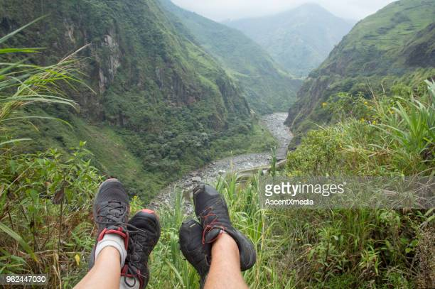 Wandelen paar uitzicht vanuit oogpunt in de jungle