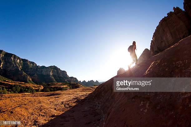 ハイキングの少女