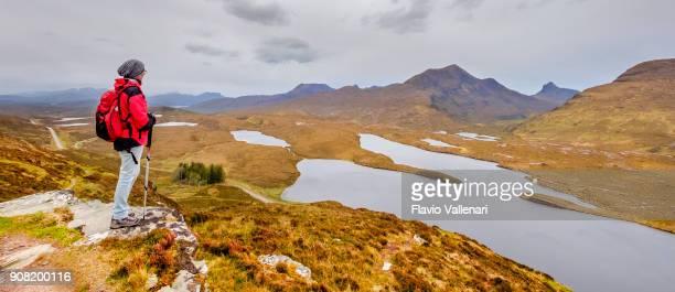 Wandern in Knockan Crag National Nature Reserve, einen weltweit bedeutenden geologischen Standort in den schottischen Highlands