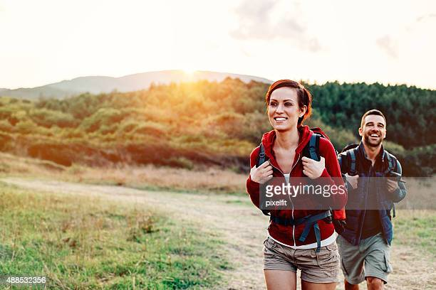 hiking in the mountain - buitensport stockfoto's en -beelden