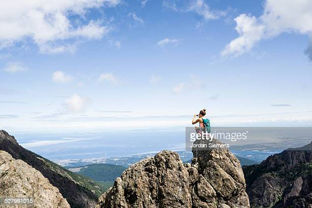 hiking in the mountains. - ganz oben stock-fotos und bilder