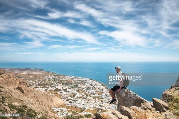 senderismo en la isla de santorini - islas cícladas fotografías e imágenes de stock