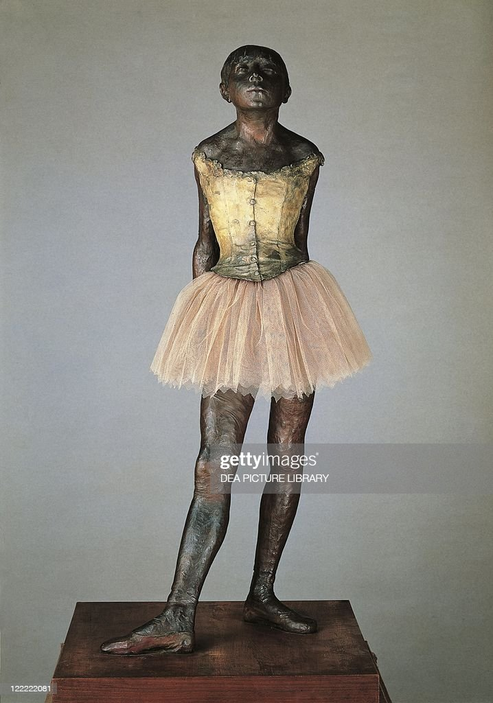 France, Paris, bronze statuette of Little dancer aged fourteen : News Photo