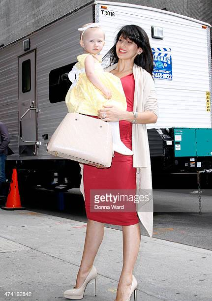 """Hilaria Baldwin and Carmen Baldwin arrive for the final episode of """"The Late Show with David Letterman"""" at the Ed Sullivan Theater on May 20, 2015 in..."""