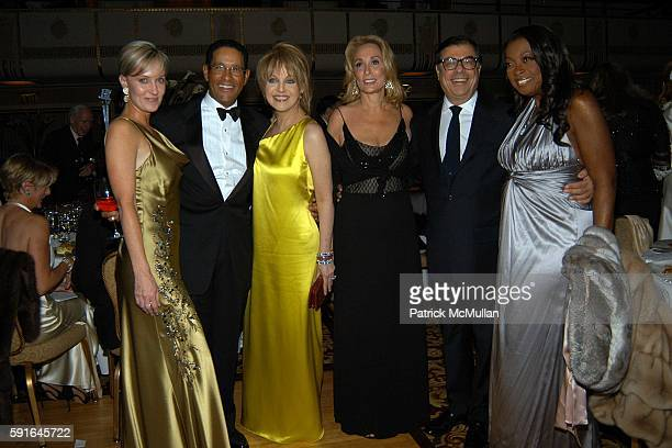 Hilary Gumbel Bryant Gumbel Claudia Cohen Susan Hess Bob Colacello and Star Jones Reynolds attend The Alzheimer's Association Rita Hayworth Gala Meet...