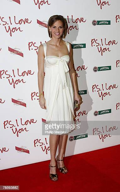 """Hilary Swank arrives at the European Premiere of """"P.S. I Love You"""" at the Savoy Cinema on December 19, 2007 in Dublin, Ireland."""