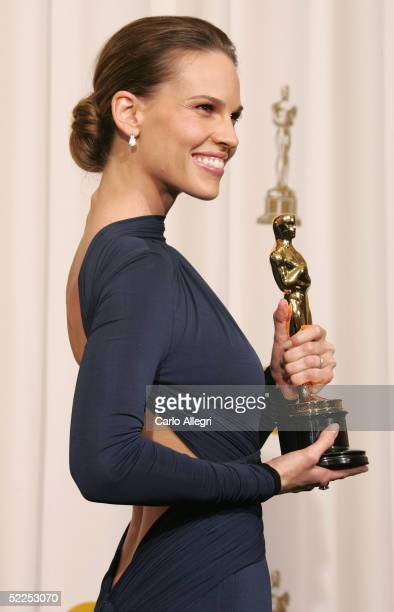 TELECAST*** Hilary Swank poses for a photo with her Oscar backstage during the 77th Annual Academy Awards on February 27 2005 at the Kodak Theater in...