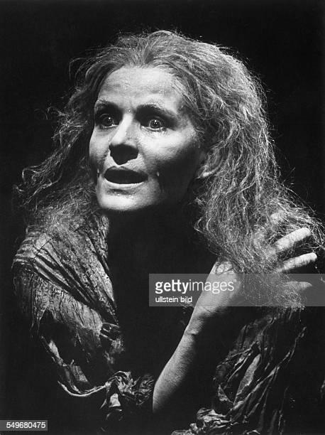 Hildegard Schmahl als May in Tritte von Samuel Beckett in der SchillerTheater Werkstatt Premiere Regie Samuel Beckett