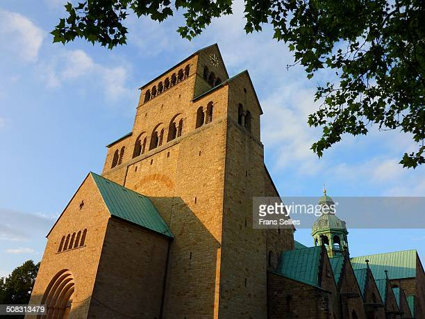hildesheim cathedral (unesco whs) - lower saxony stock pictures, royalty-free photos & images