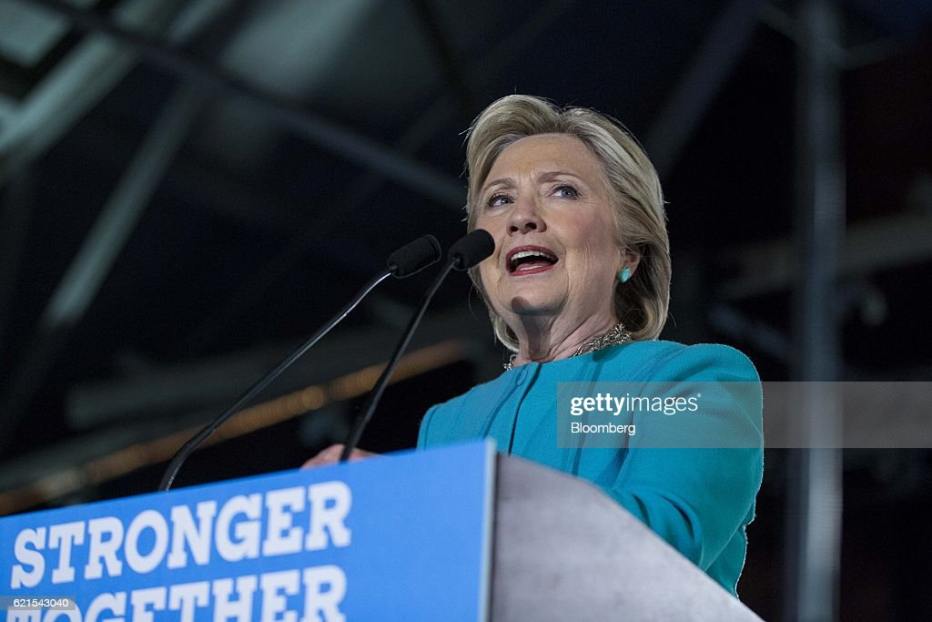 Democratic Presidential Nominee Hillary Clinton Holds New Hampshire Campaign Rally : News Photo