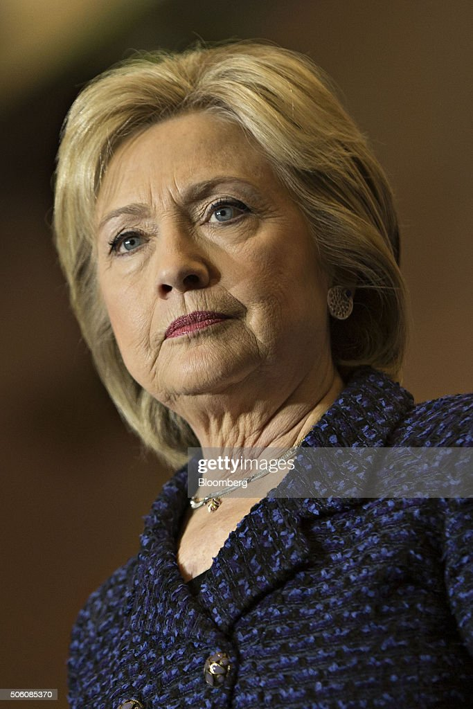Hillary Clinton Holds Campaign Events Across Iowa : News Photo