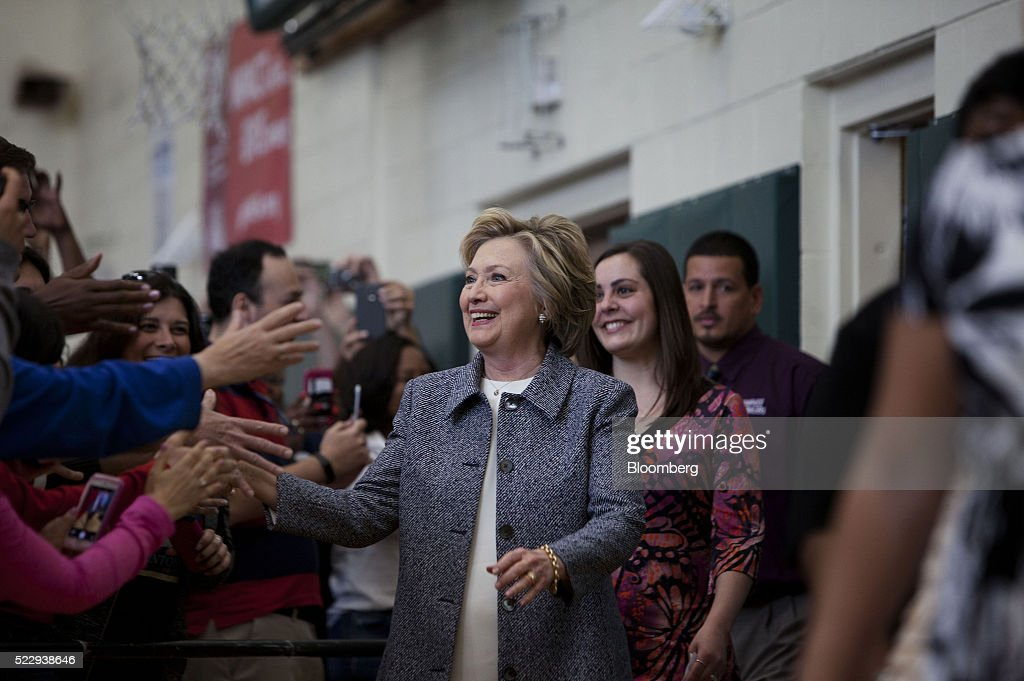 Presidential Candidate Hillary Clinton Holds Connecticut Campaign Rally : News Photo