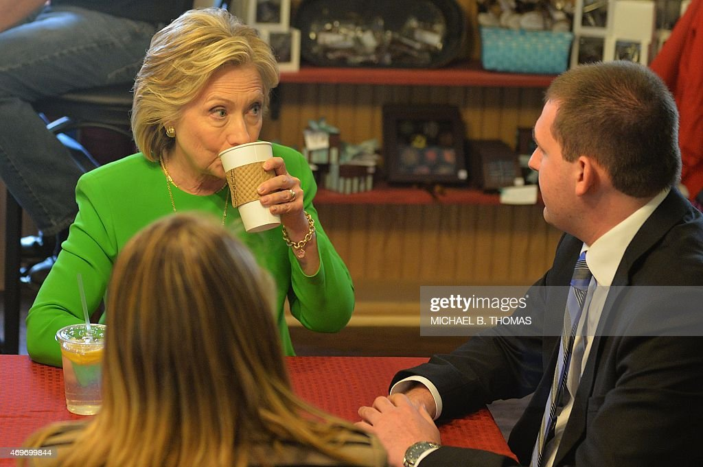 US-POLITICS-ELECTION-CLINTON : News Photo
