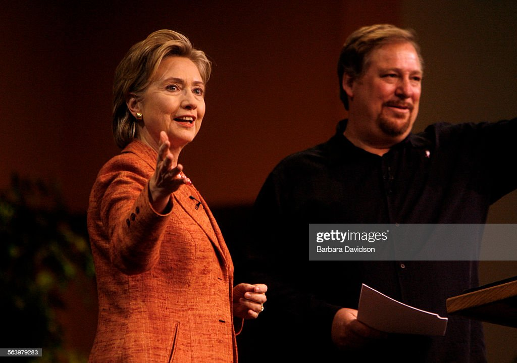 Hillary Clinton spoke with pastor Rick Warren at the third annual Global Summit on AIDS and the Chu : News Photo