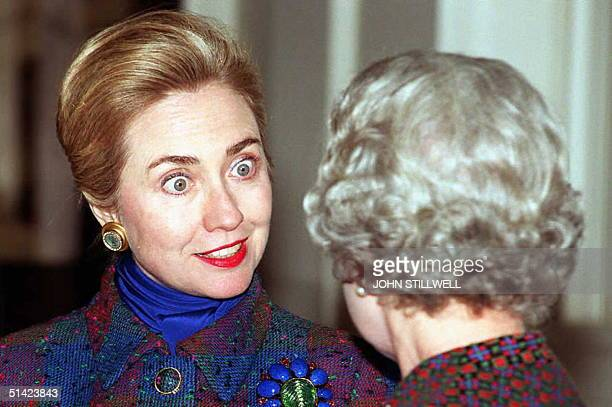 Hillary Clinton wife of US President Bill Clinton talks with Britain's Queen Elizabeth 30 November in the Grand Entrance Hall of Buckingham Palace in...