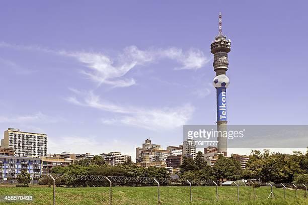 hillbrow と telkom ヨハネスバーグタワー - 塔 ストックフォトと画像