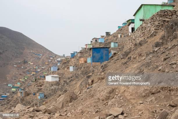 a hillside slum on the outskirts of lima, peru. - lima peru fotografías e imágenes de stock