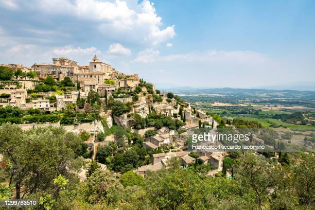 hilltop town of gordes , vaucluse, provence - alpes - cote d'azur, france - francesco riccardo iacomino france foto e immagini stock