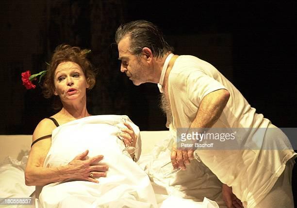 Hilmar Thate Angelica DomröseTheaterstück Maria und Josef von PeterTurrini Komödie am Ku'damm BerlinBühne Blume