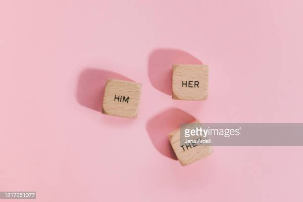 him, her, they: preferred gender pronouns, personal gender pronouns - genderblend stock-fotos und bilder