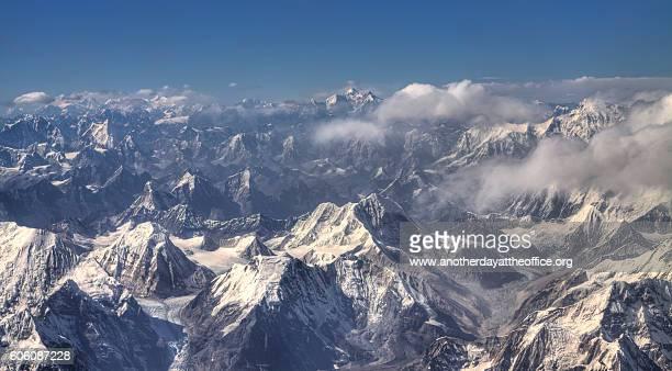 himalaya mountain range - himalaya fotografías e imágenes de stock